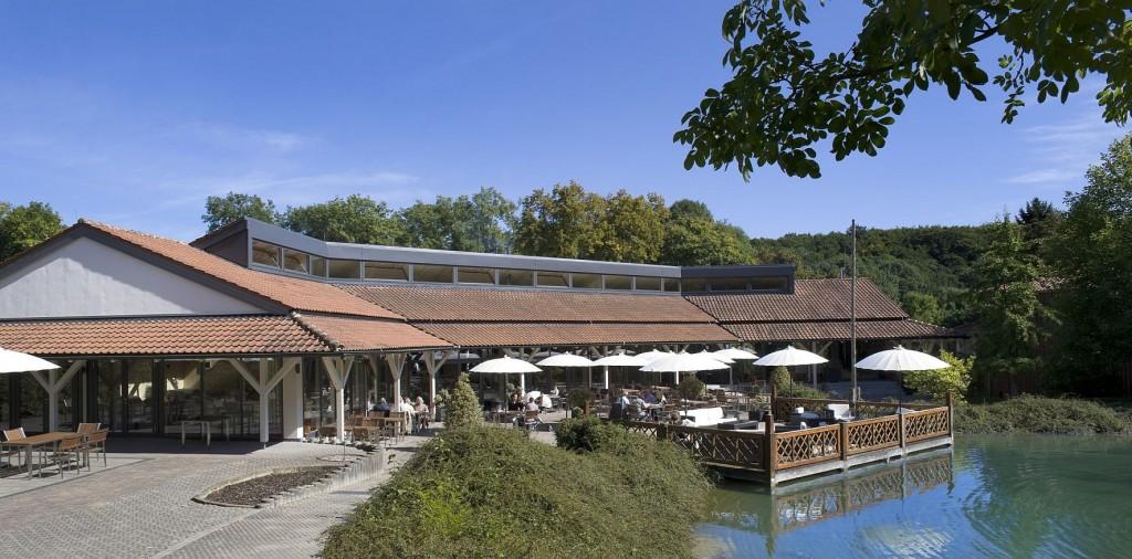 Die Terrasse des Hotels liegt direkt am See Foto: Hotel Freigeist