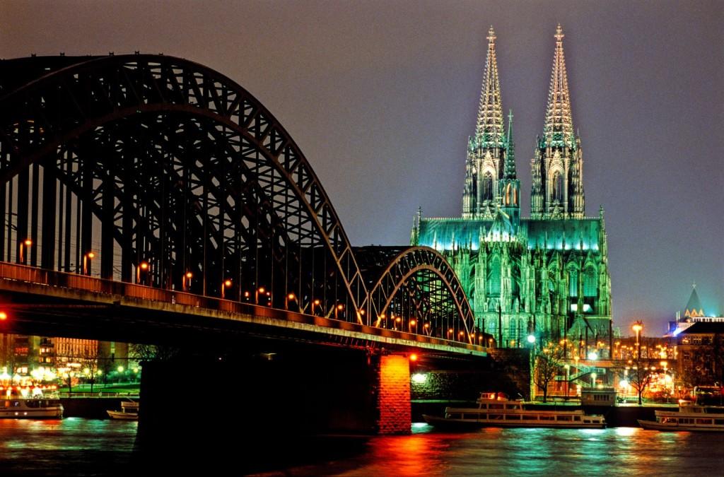 Der berühmte Kölner Dom in der Nachtansicht. Foto: Jim McDonald / DZT