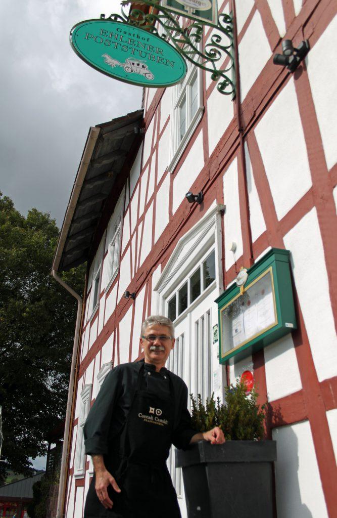 Miroslav Grasa vor den Ehlener Poststuben Foto: Silke Liebig-Braunholz