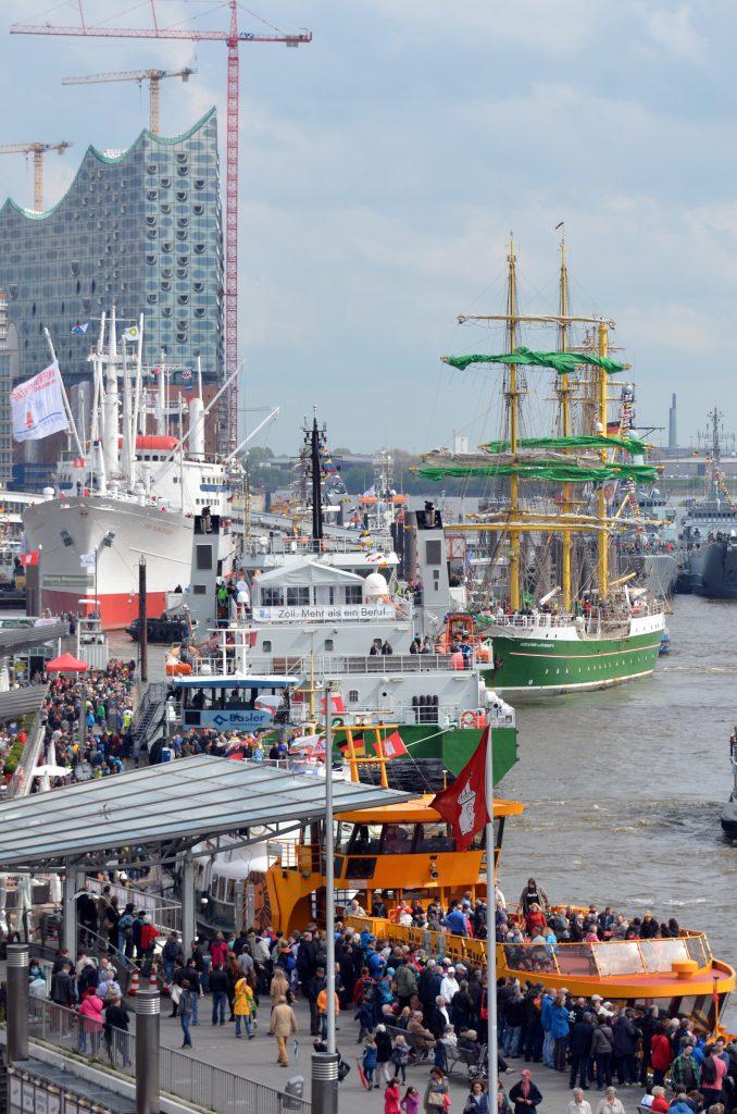 Schiffe vor der Elbphilharmonie sind zum Hafengeburtstag ein typisches Bild. Foto: Hamburg Messe
