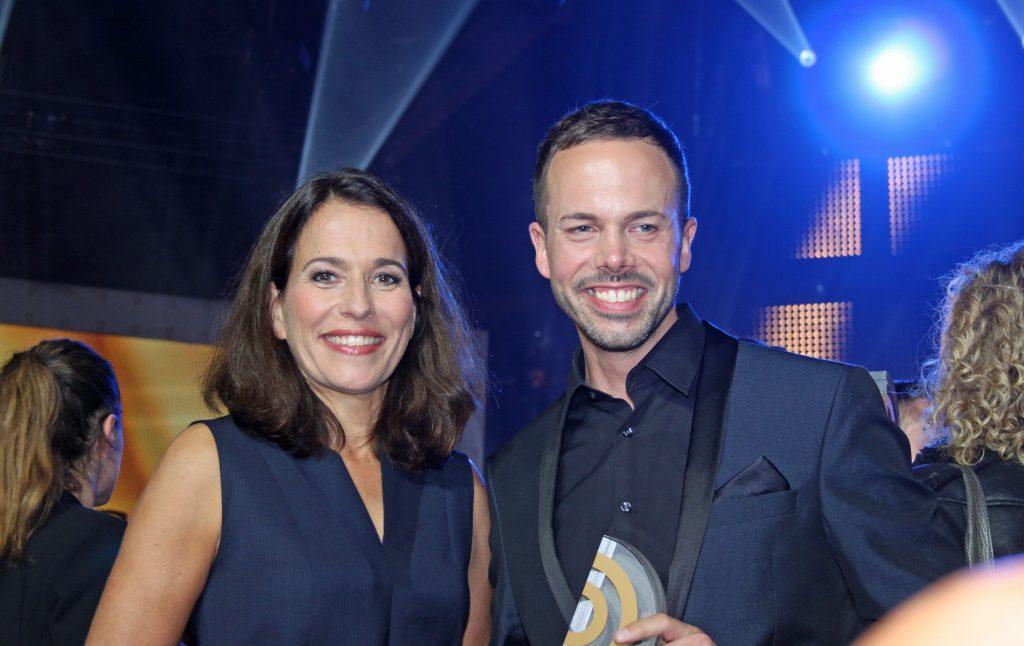 Laudatorin Anne Will mit Preisträger Jascha Habeck