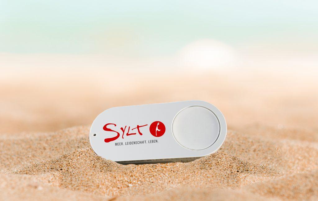 Der Sylter Sehnsuchtsbutton stillt die Inselliebe per Knopfdruck Foto: Sylt Marketing